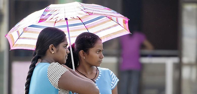 Women in Hikkaduwa, Sri Lanka © Brett Davies (CC BY-NC-SA 2.0)