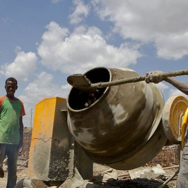 Construction works in Ethiopia © Simon Davis/Department for International Development (CC BY 2.0)