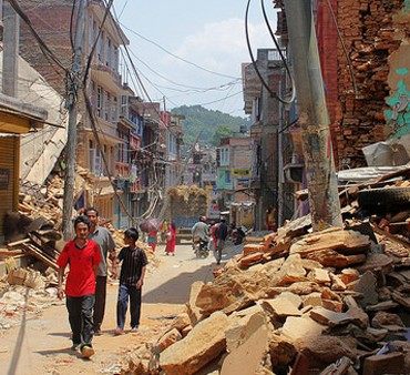 Rubble-strewn streets of Chautara in central Nepal May 2015 © IOM 2015 via Flickr (CC BY-NC-ND 2.0)