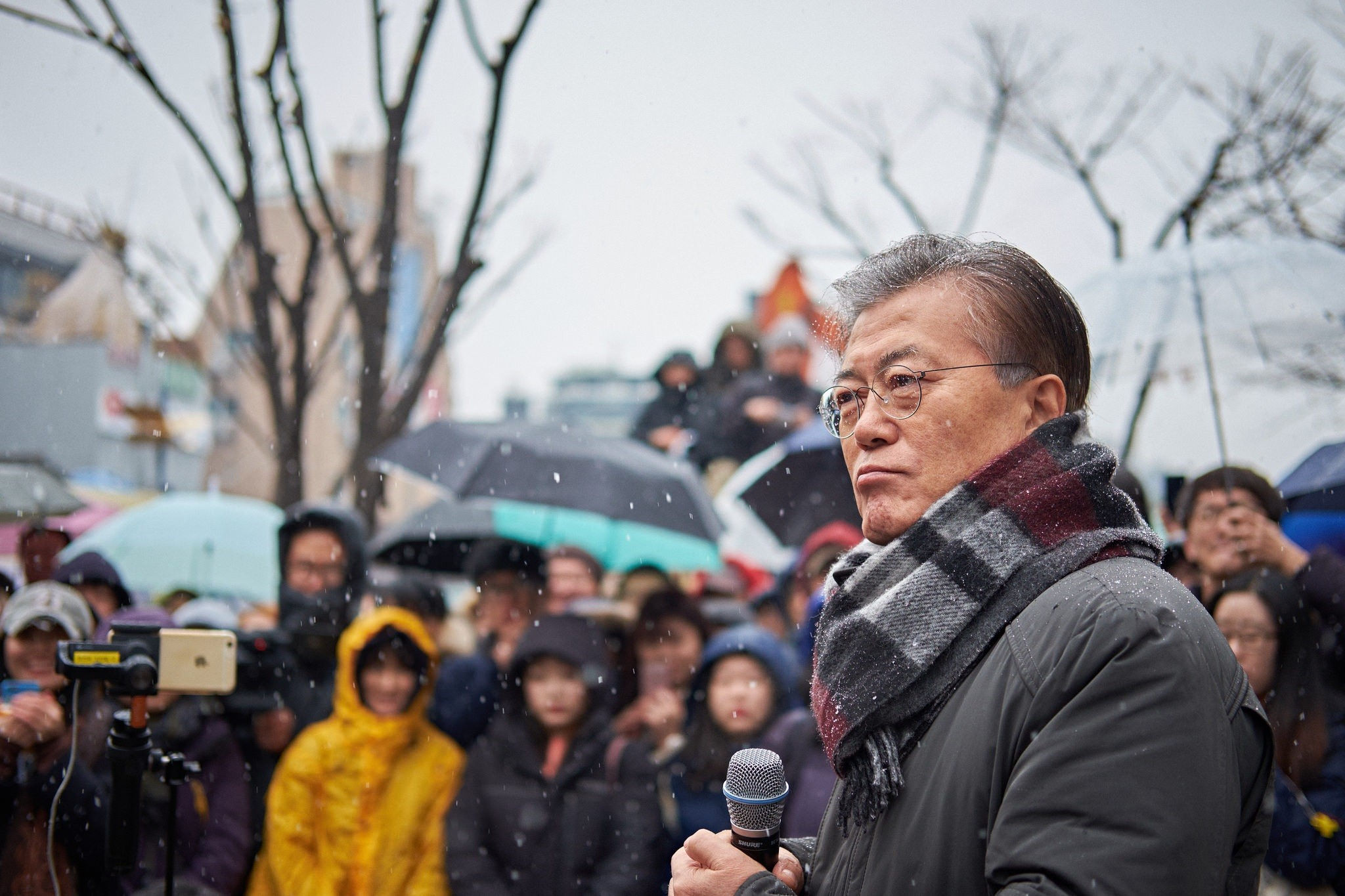 Moon Jae-in at a rally in Seoul, by Jee Su Na, via flickr.com, CC BY-NC-ND 2.0